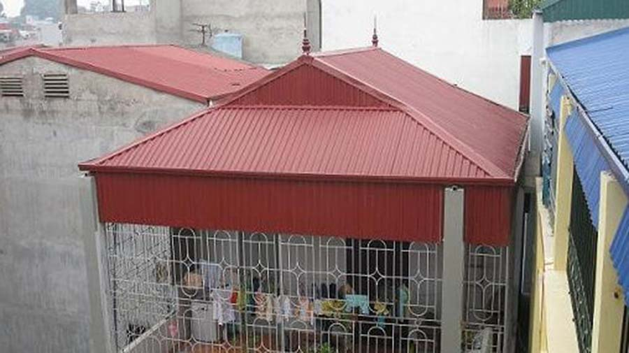 thi công mái tôn sân thượng gia đình