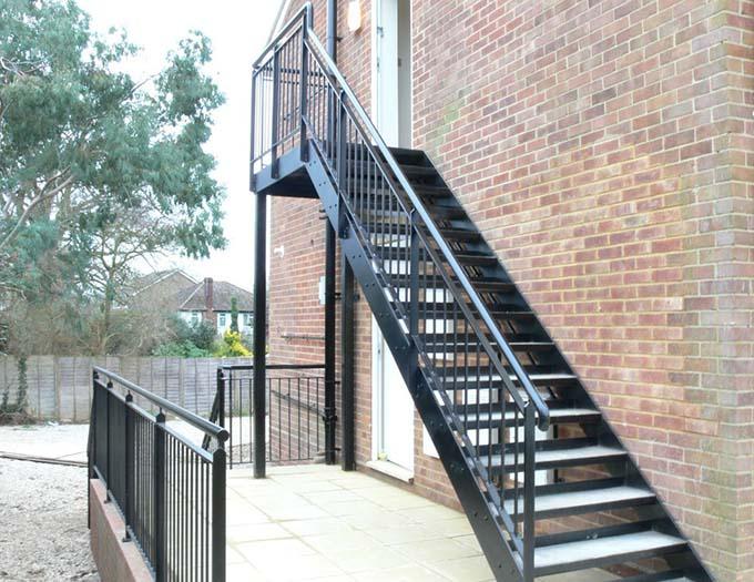 Cầu thang sắt ngoài trời 10