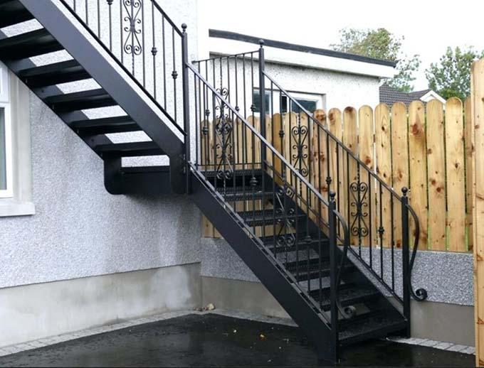 Cầu thang sắt ngoài trời 11