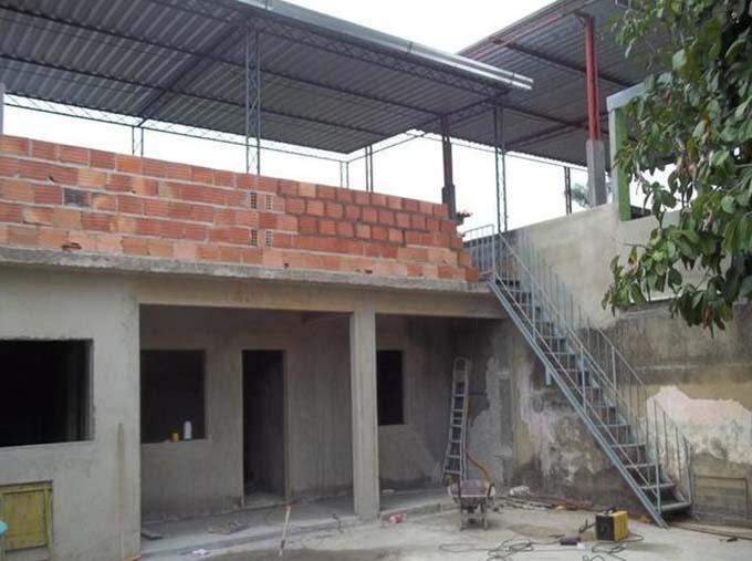 Cầu thang sắt ngoài trời 8