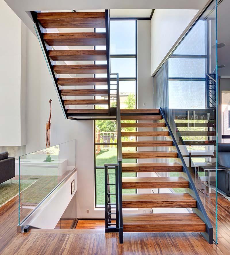 Cầu thang sắt mặt gỗ hình xương cá 1
