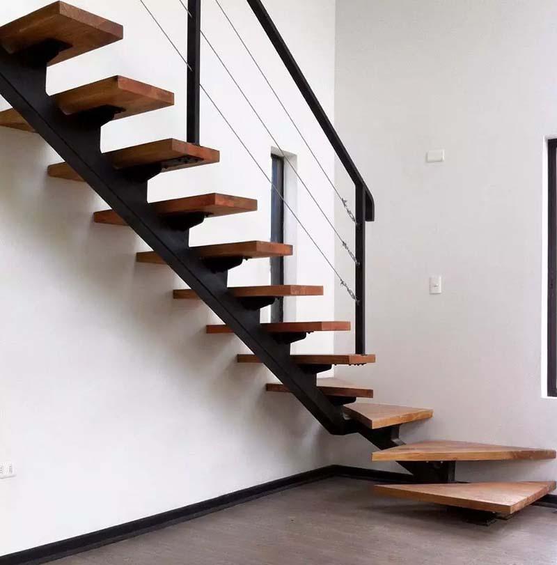 Cầu thang sắt mặt gỗ hình xương cá 11