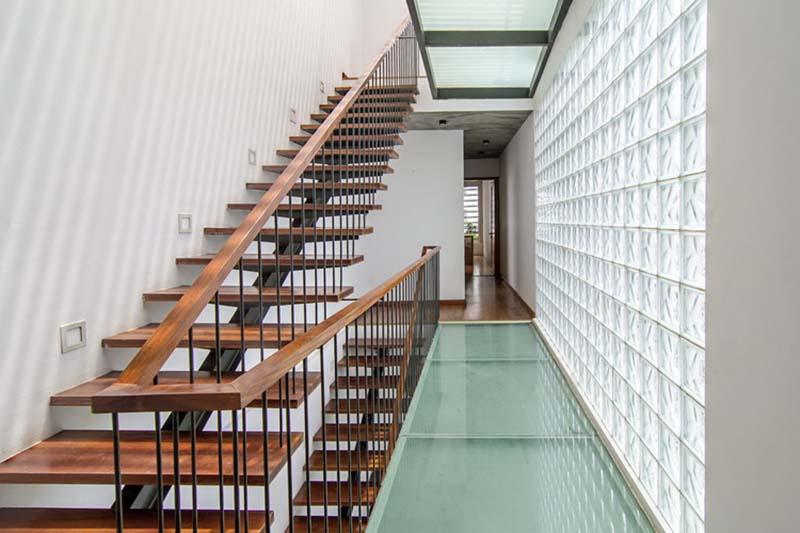 Cầu thang sắt mặt gỗ hình xương cá 12
