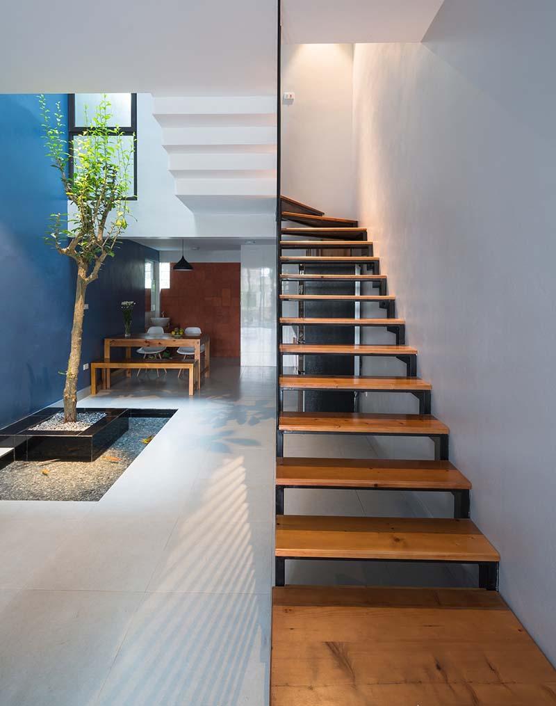 Cầu thang sắt mặt gỗ hình xương cá 13