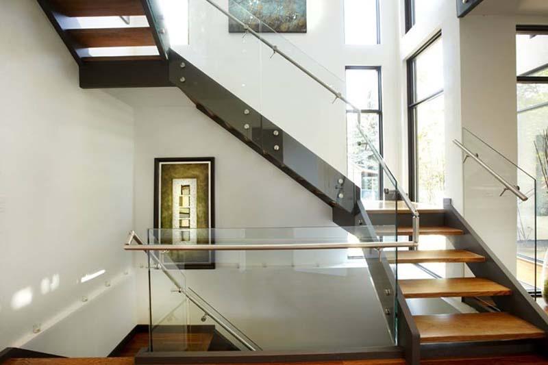 Cầu thang sắt mặt gỗ hình xương cá 14