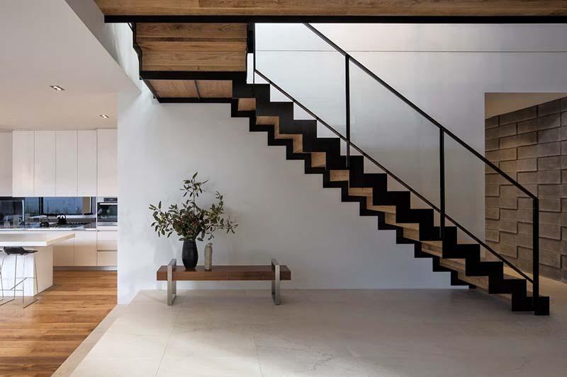 Cầu thang sắt mặt gỗ hình xương cá 17