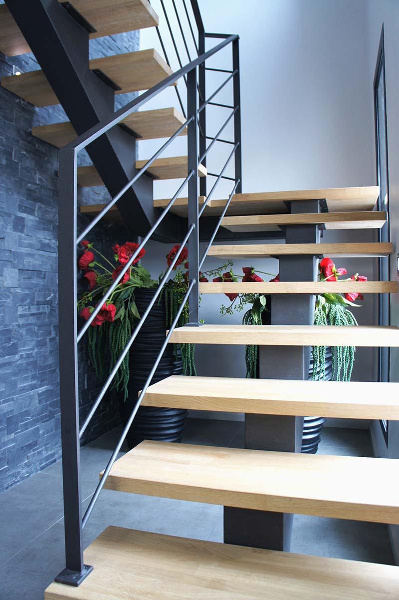 Cầu thang sắt mặt gỗ hình xương cá 27