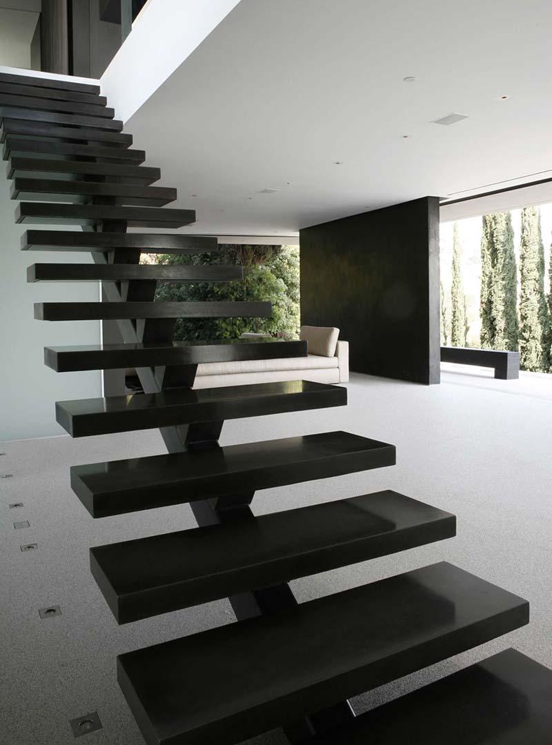 Cầu thang sắt mặt gỗ hình xương cá 5