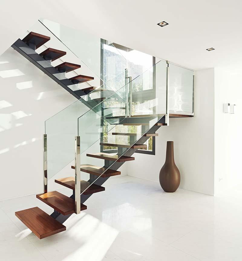 Cầu thang sắt mặt gỗ hình xương cá 6