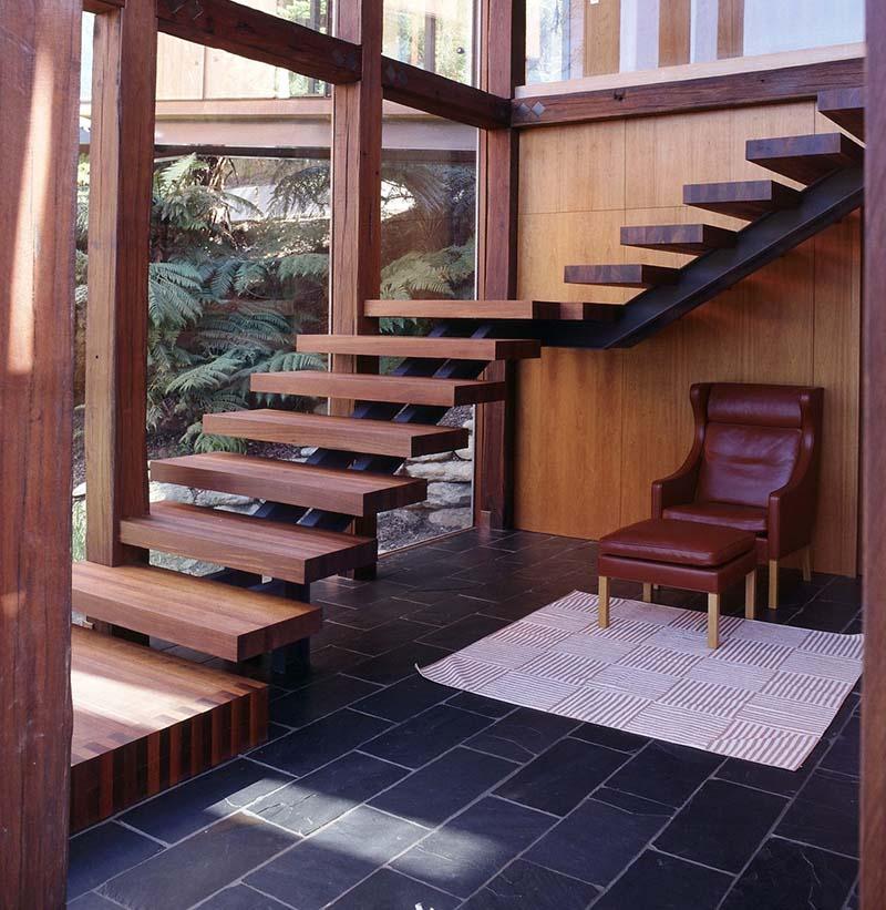 Cầu thang sắt mặt gỗ hình xương cá 7