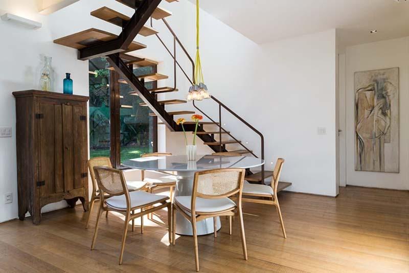 Cầu thang sắt mặt gỗ hình xương cá 8