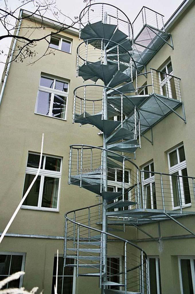 Cầu thang sắt thoát hiểm 2
