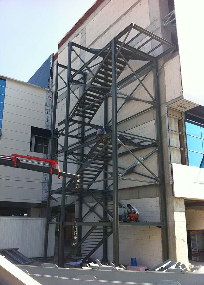 Cầu thang sắt thoát hiểm 4