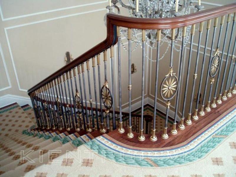 Cầu thang sắt nghệ thuật tay vịn gỗ 18