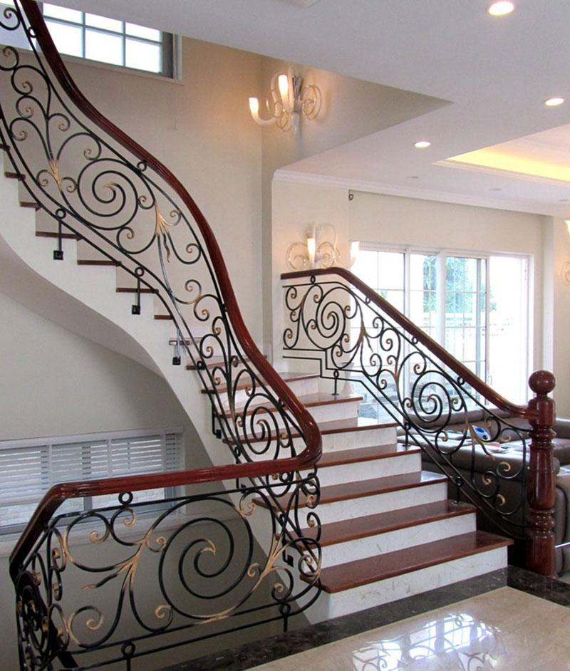 Cầu thang sắt nghệ thuật tay vịn gỗ 21