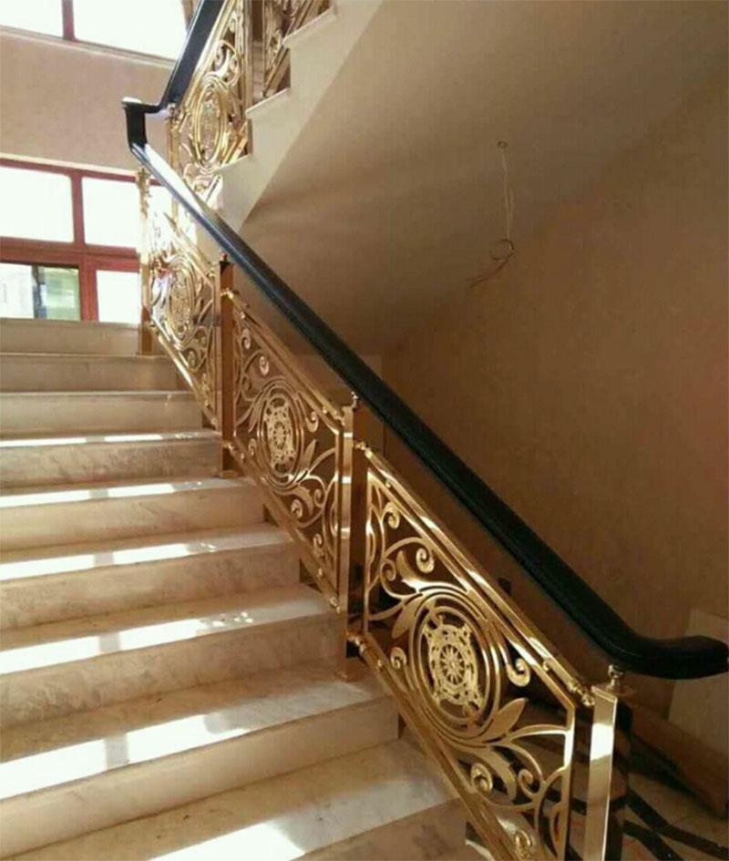 Cầu thang sắt nghệ thuật tay vịn gỗ 23