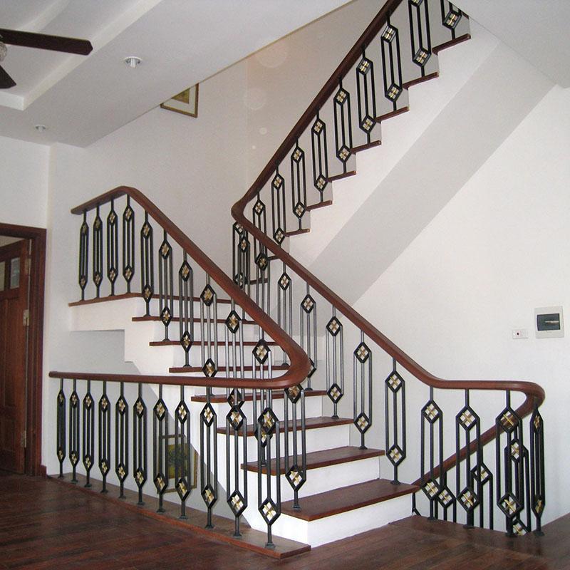 Cầu thang sắt nghệ thuật tay vịn gỗ 28