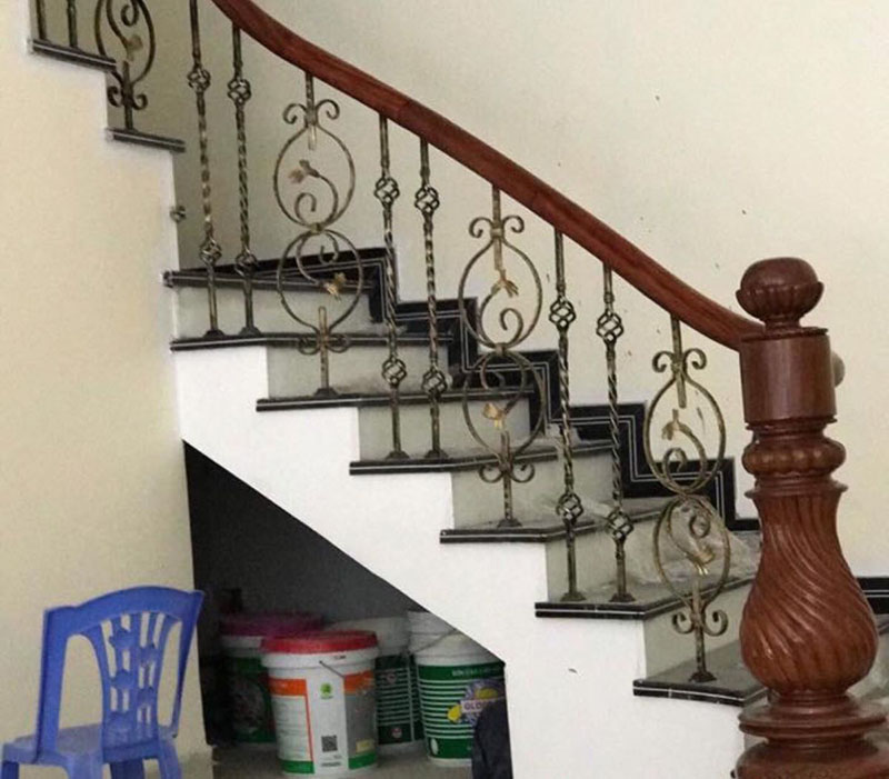 Cầu thang sắt tay vịn gỗ số 3