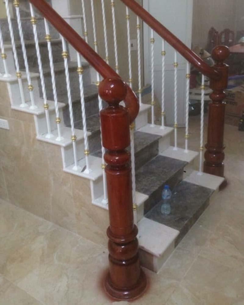 Cầu thang sắt tay vịn gỗ 3