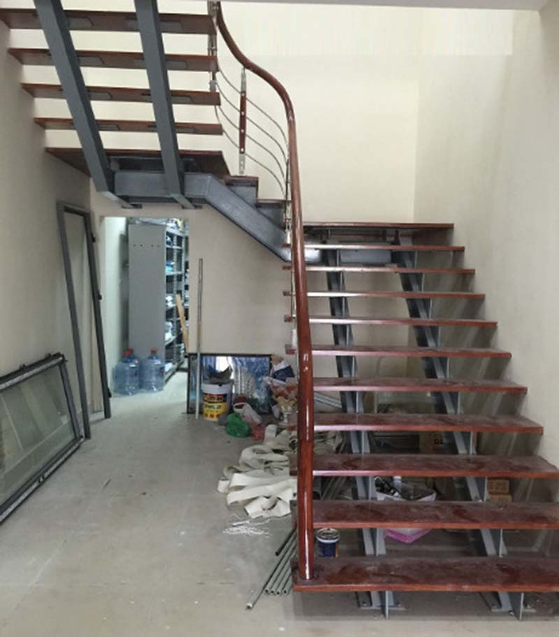 Cầu thang sắt tay vịn gỗ 7