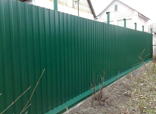 Làm hàng rào tôn