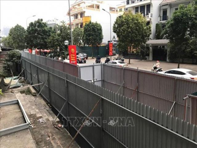 Hàng rào tôn công trường