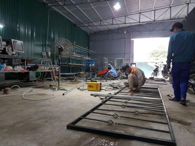 hình ảnh làm khung sắt cửa sổ tại xưởng