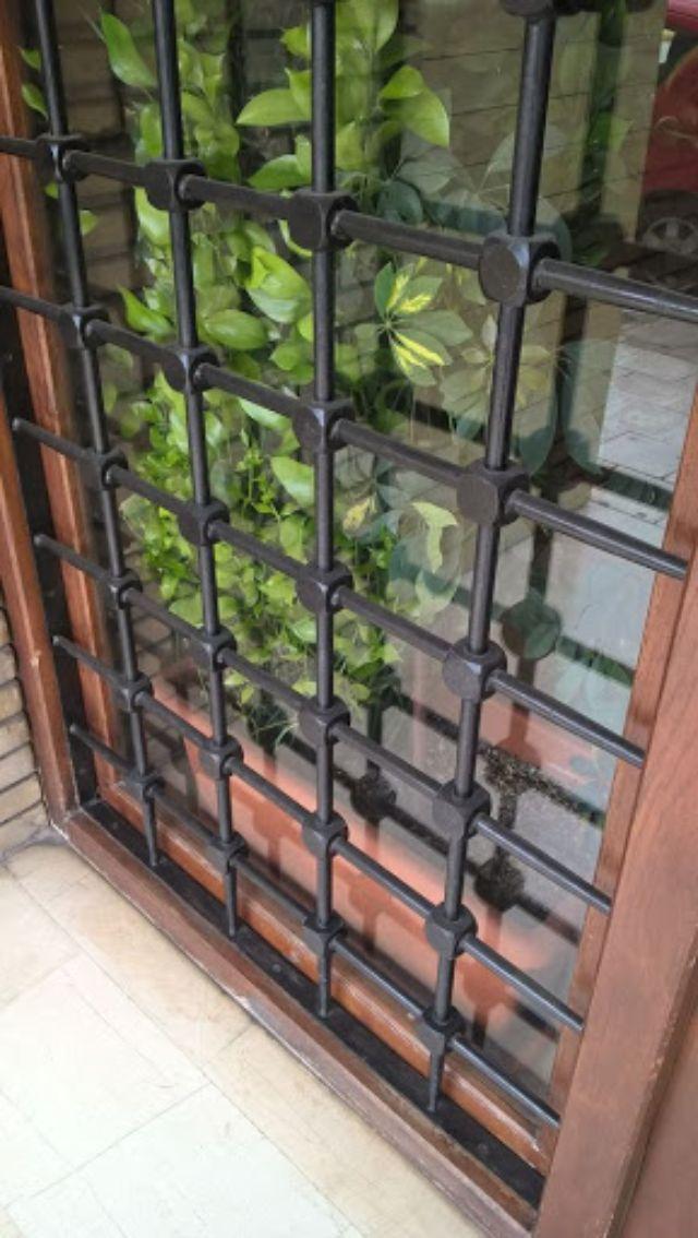 Khung sắt cửa sổ đơn giản mẫu 11