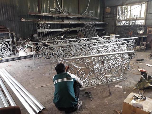 Làm sắt mỹ thuật tại xưởng 4