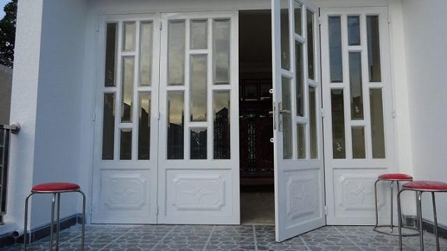 Mẫu cửa sắt pano 4 cánh đẹp 2