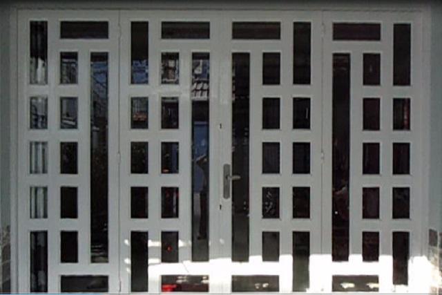 Mẫu cửa sắt pano 4 cánh hiện đại 12