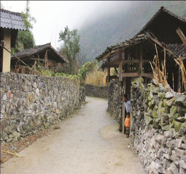 Mẫu tường rào cổng ngõ bằng đá 4
