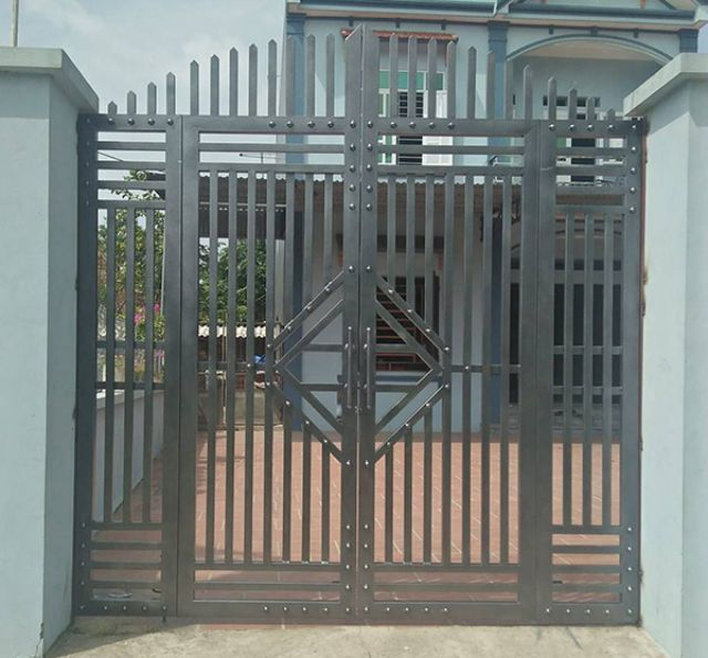cửa cổng sắt 4 cánh đẹp 10