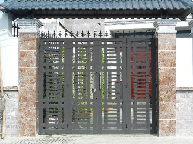 cửa cổng sắt 4 cánh đẹp 17