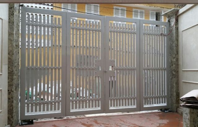 cửa cổng sắt 4 cánh đẹp 9