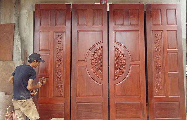 kích thước cửa chính 4 cách đều nhau