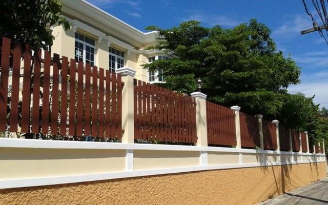 hàng rào bằng gỗ
