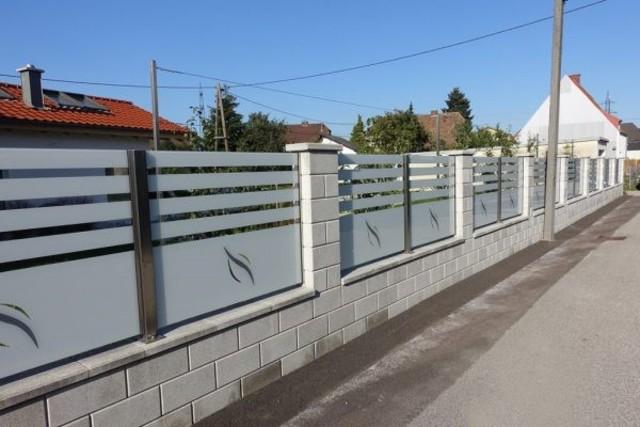 hàng rào bằng kính cường lực