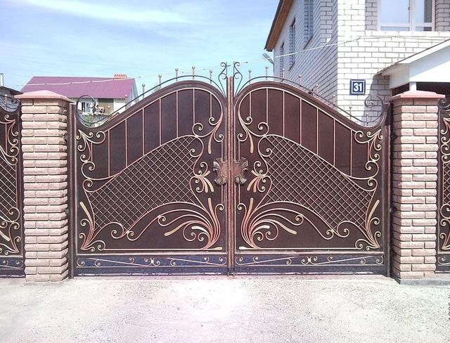 mẫu cửa sắt mỹ nghệ 4