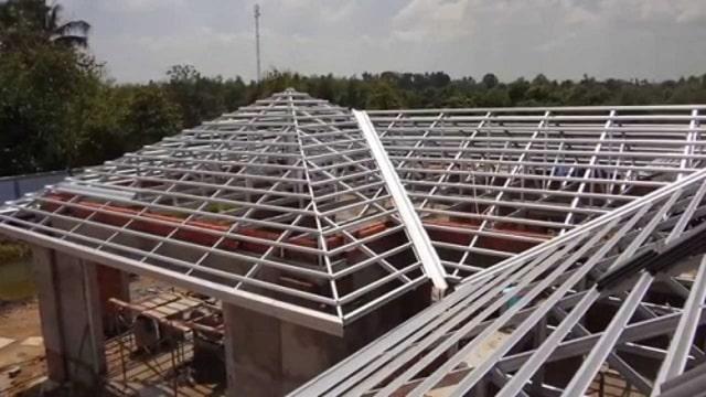 Dựng khung sắt lợp mái tôn