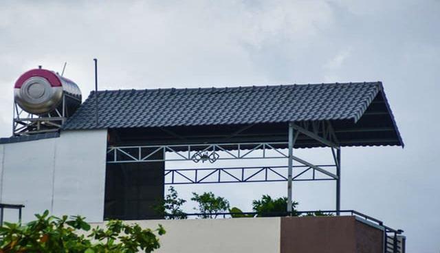 lợp mái tôn chống nóng tầng thượng